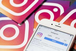 How do I start a blog on Instagram?